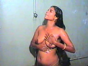 Desi wife bathing naked