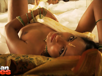 Horny Indian Girl Preeti gorgeous with snake charmer